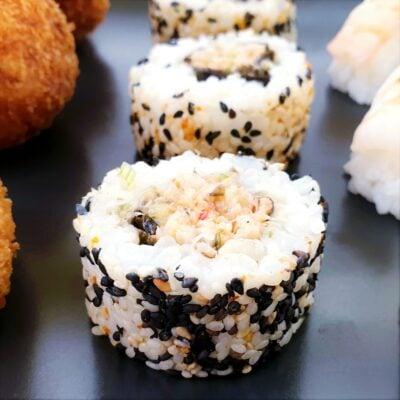 Uramaki Sushi with Chilli Crab